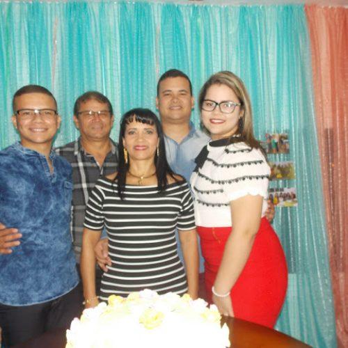 GENTE EM EVIDÊNCIA | Empresária Joana Barbosa comemora aniversário com familiares em amigos em Picos