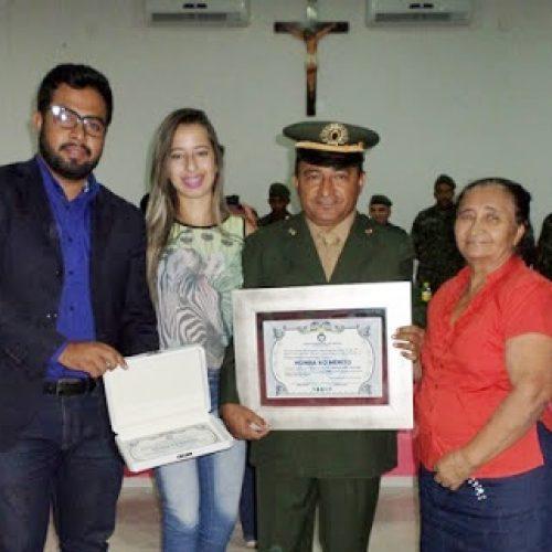 Após missão no Haiti, militar é recebido com honrarias em Simões