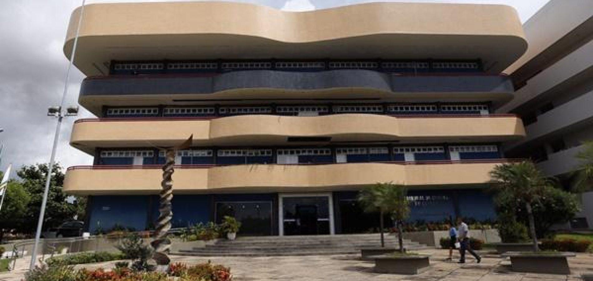TCE bloqueia contas de dez prefeituras e 20 câmaras municipais