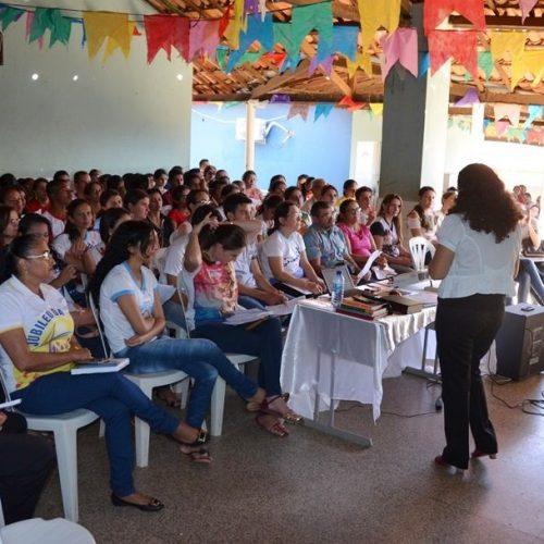 Mais de 200 catequistas participam de formação na cidade de Acauã
