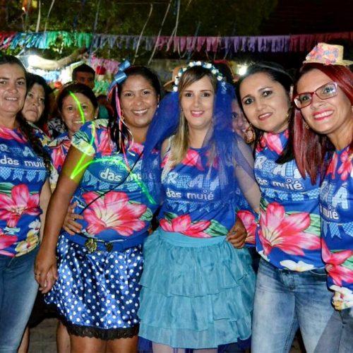 Multidão participa do 'Arraiá das Muié' em Padre Marcos; fotos
