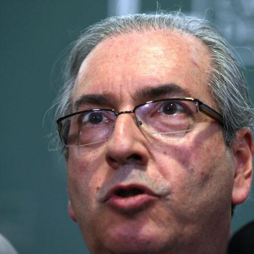 Eduardo Cunha renuncia à presidência da Câmara e chora. Veja!