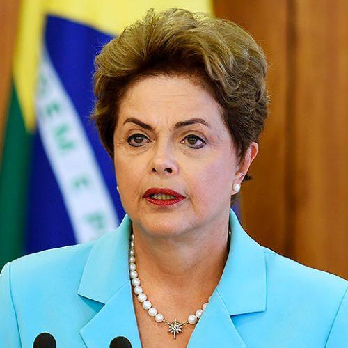 Se for mesmo afastada, Dilma deve passar até oito meses fora do Brasil