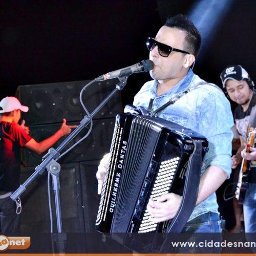 Guilherme Dantas faz show no 'Arraiá de Patos'; veja fotos