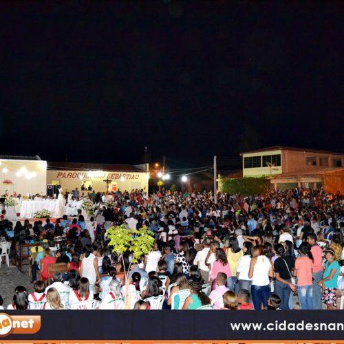 Milhares de pessoas participam da ordenação dos padres Fernando e Henrique em Patos do Piauí
