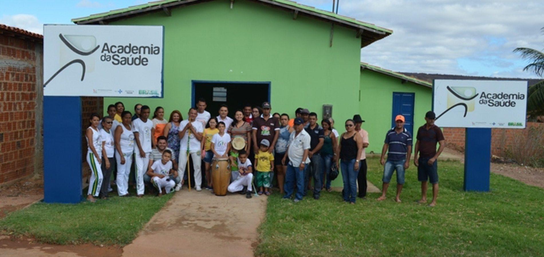 Prefeito Milton inaugura Academia de Saúde em Vera Mendes; veja imagens