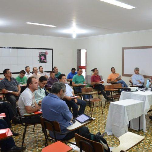 Diocese de Picos reúne padres e discute a família