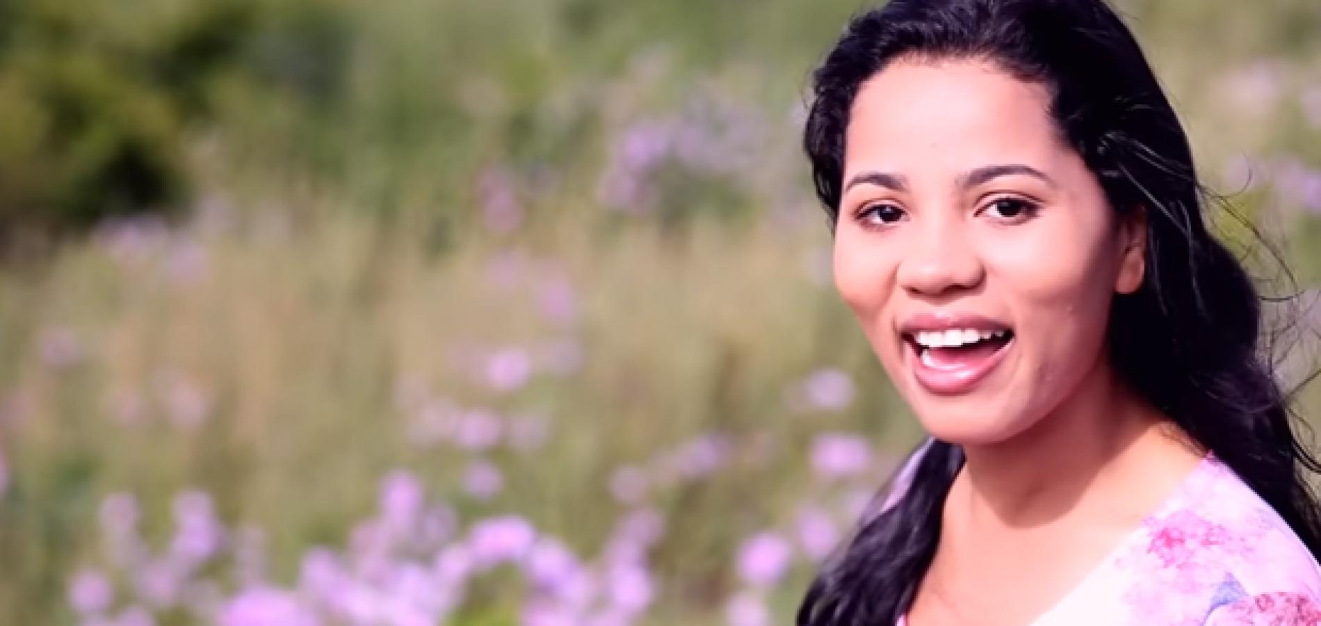 Stefhany lança clipe de música gospel e mostra dramas em casamento