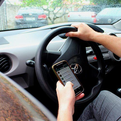 Uso do celular: 40% dos acidentes nas rodovias federais foi falta de atenção