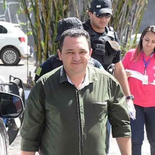 Prefeito preso em operação registra a candidatura