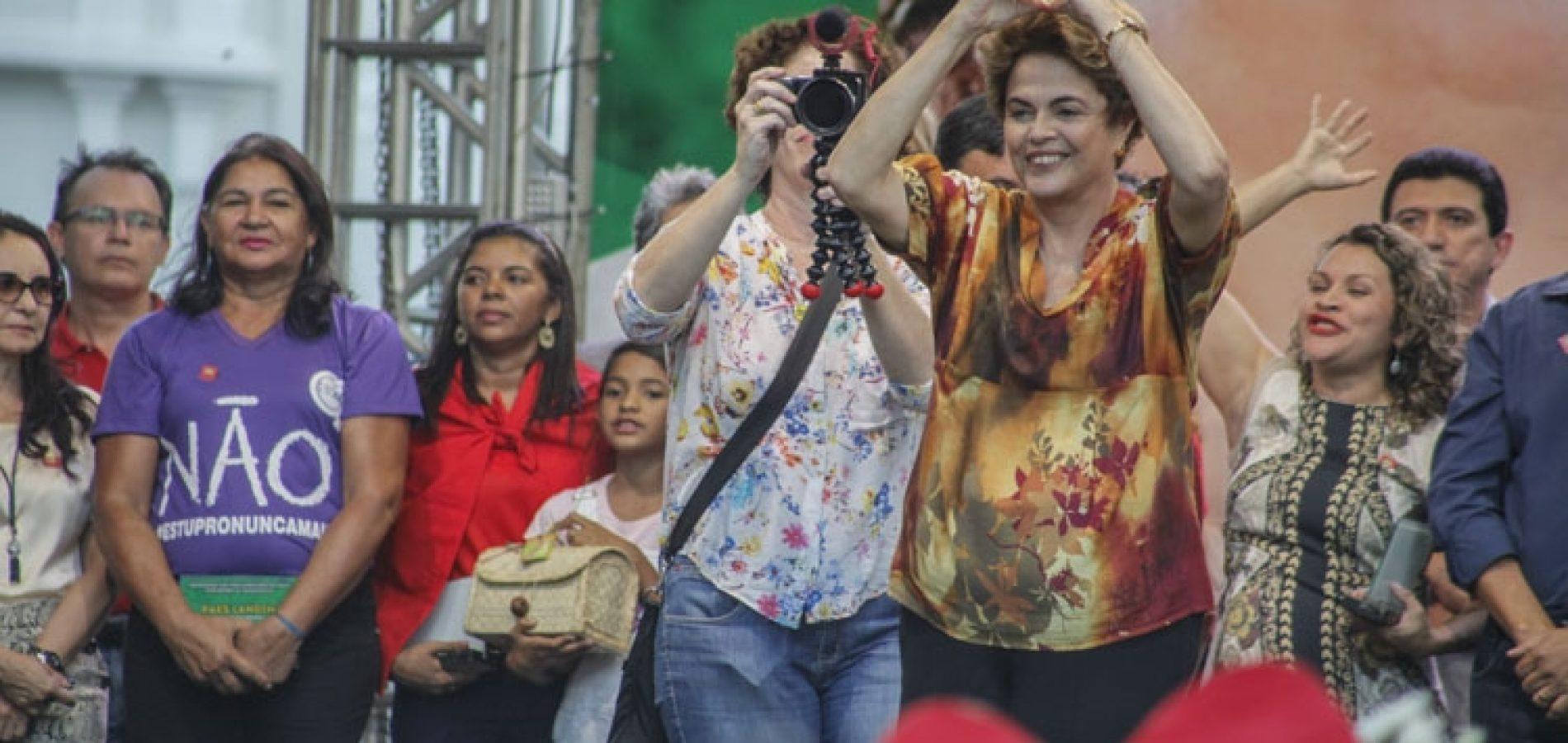 No Piauí, Dilma diz que não renuncia e que voltará com governo pacificador