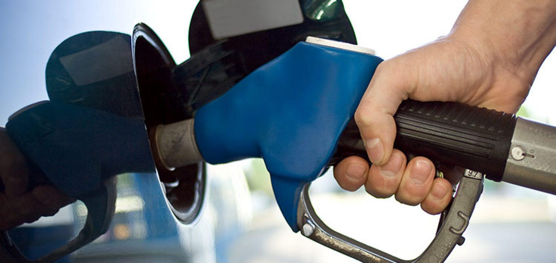 Petrobras anuncia redução de 3,8% no preço da gasolina