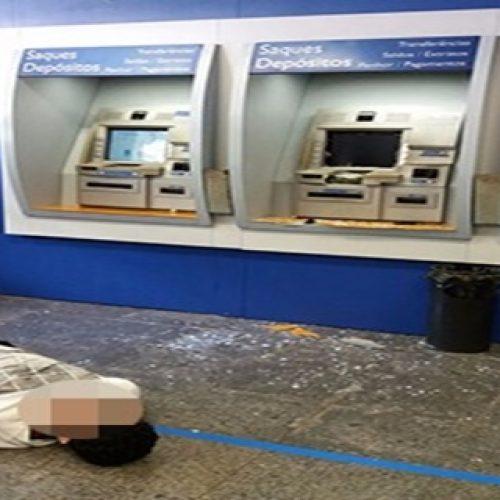 Homem é baleado em banco após destruir caixa eletrônico com picareta