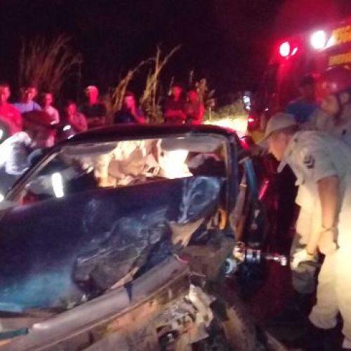 Motorista fica preso às ferragens em colisão entre carros no Piauí