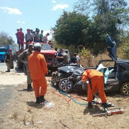 Caminhão envolvido em colisão que matou dois estava sem freios, diz PRF