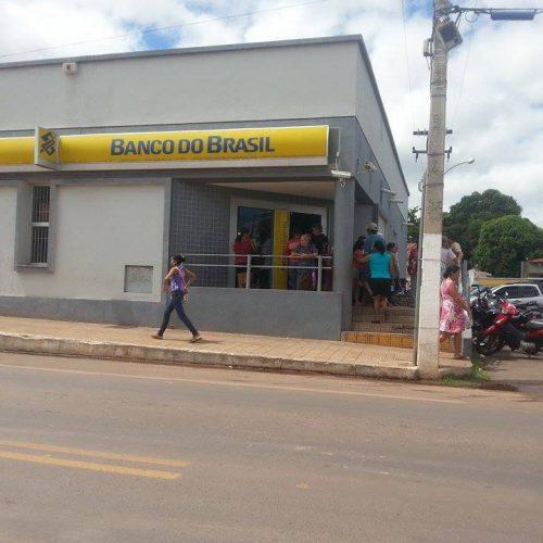 Criminosos se fingem de clientes e tentam roubar agência bancária no Piauí