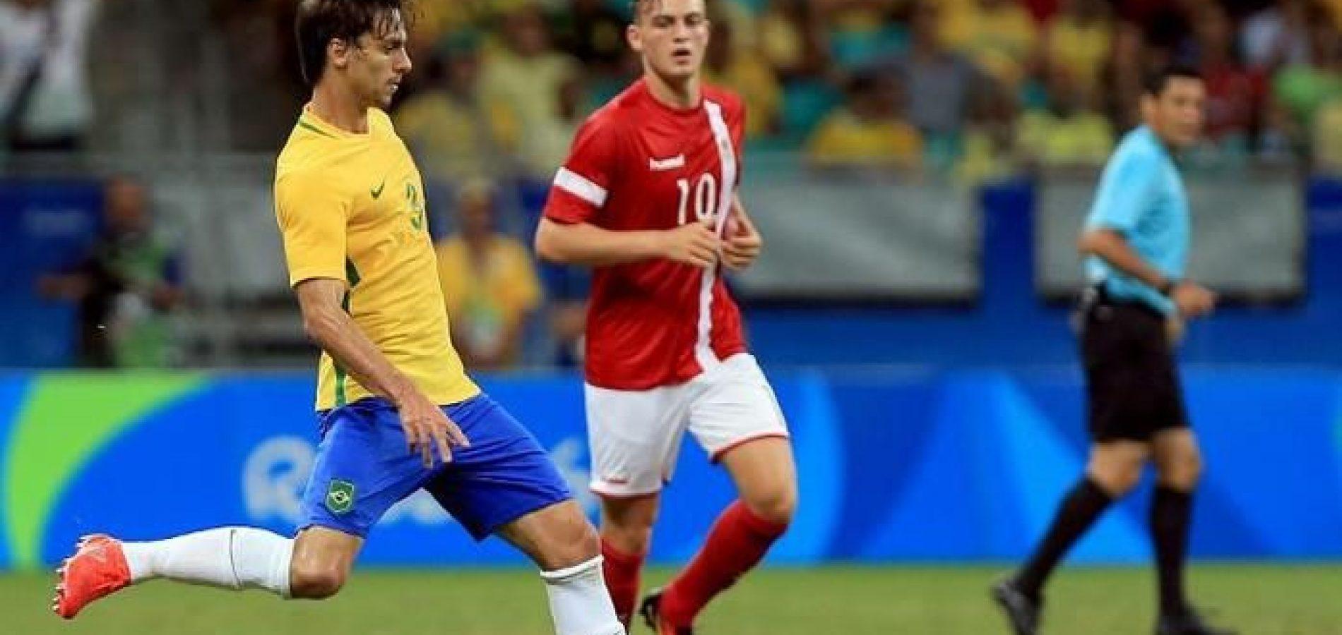 Brasil goleia Dinamarca por 4 a 0 e avança em 1º