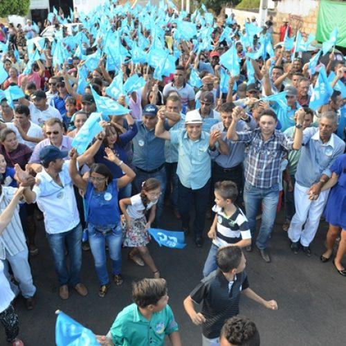 Milton e Caçulinha participam de caminhada e inauguram Comitê em Vera Mendes