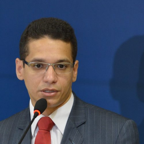STF impede bloqueio de celulares em presídios no Piauí e secretário contesta