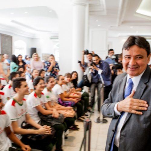 Mais de 18 mil alunos de 44 municípios serão beneficiados pelo Poupança Jovem