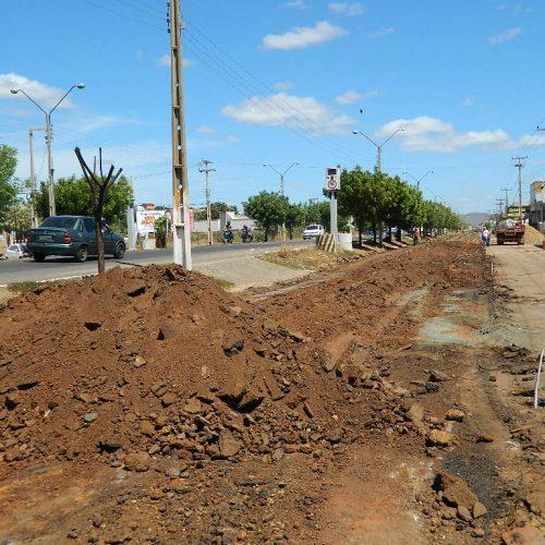 PICOS | Vias laterais da BR 316 recebem obra de asfaltamento