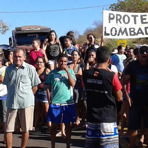 Protesto provoca congestionamento na BR-316 em Picos