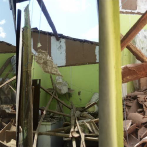 Teto desaba e destrói residência no centro da cidade de Pio IX