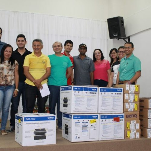 Uespi de Picos recebe equipamentos de informática