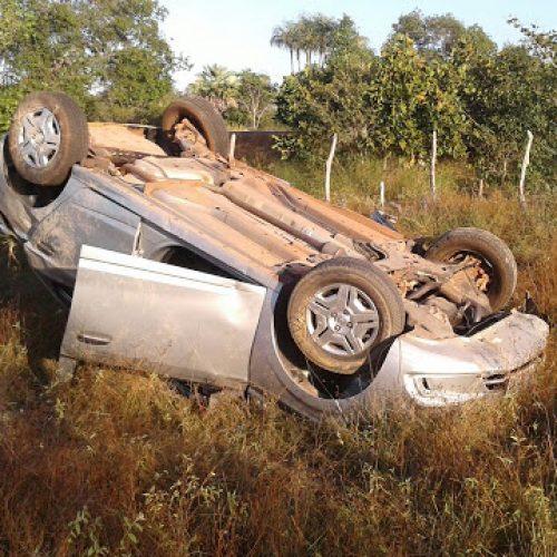 Mulher morre e quatro ficam feridos após carro capotar na PI-113; fotos!