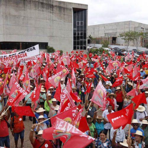 Agricultores fecham vias no Piauí em protesto após perdas de 90%