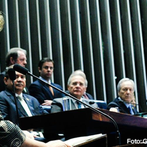 Dilma vai ao Senado para fazer sua defesa no impeachment