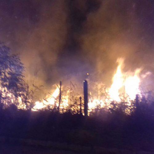 Fogos de artifício durante comício provocam incêndio no interior do Piauí