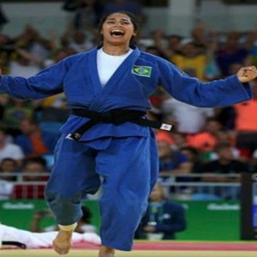Mariana Silva bate campeã mundial e vai à semifinal