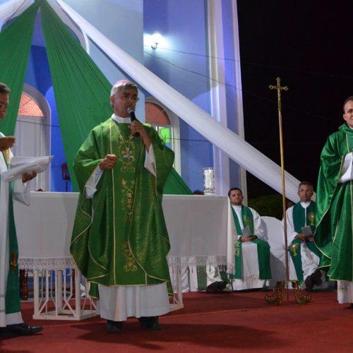 Padre Fernando Amando é  empossado como novo pároco da paróquia de Padre Marcos