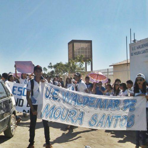 CALDEIRÃO GRANDE   Prejudicados, alunos protestam contra a falta de energia em escola