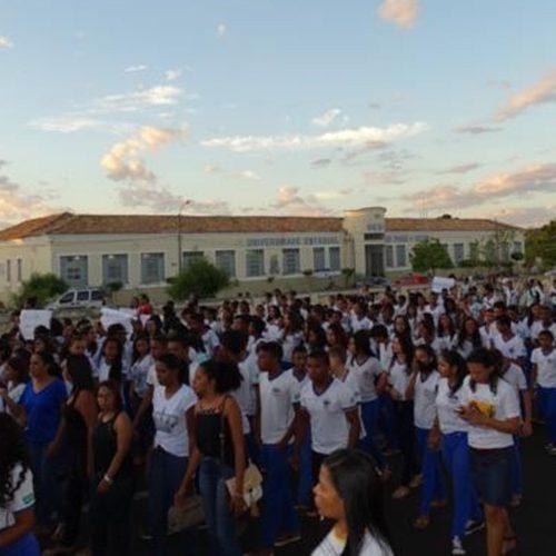 Estudantes protestam contra recentes casos de estupro em Oeiras