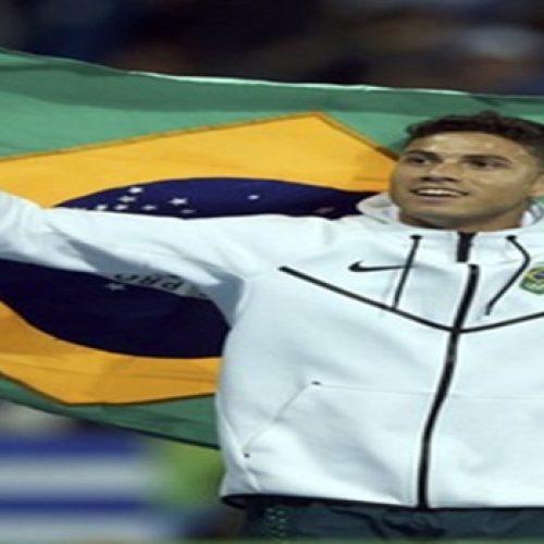 Thiago Braz consegue feito e é ouro no salto com vara; recorde olímpico