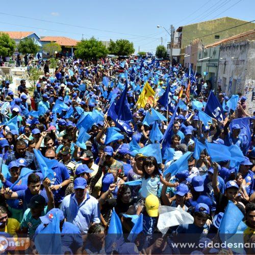 Multidão participa de caminhada e mostra força política de Zé Adão e Janilson em Alagoinha; veja fotos