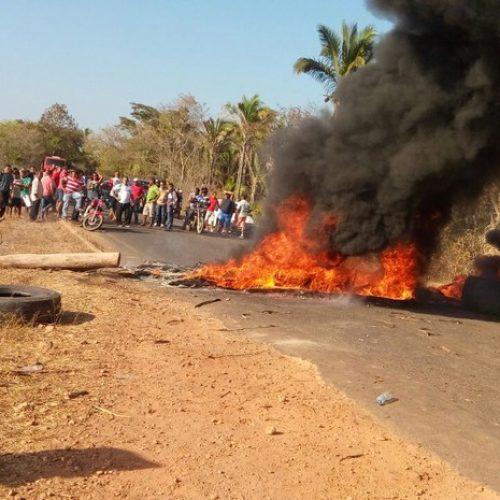 PI-130 é bloqueada em protesto contra a falta de energia elétrica