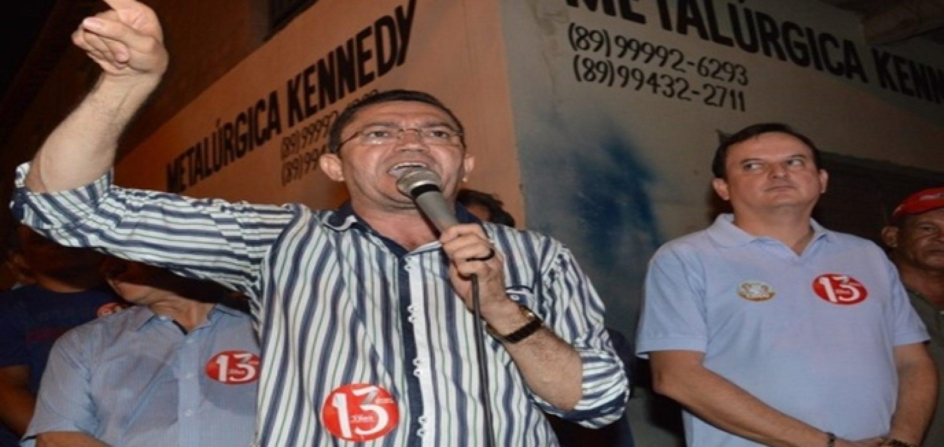 PICOS | Padre Walmir ataca Ciro Nogueira e Robert Rios em comício