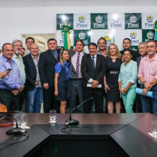 Governador discute propostas para a Serra da Capivara e voos regionais