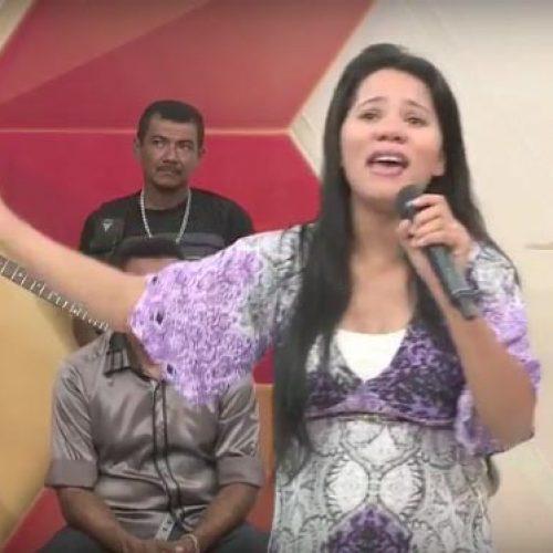 Stefhany 'reaparece' na mídia do Piauí lança novo CD e exibe seu barrigão