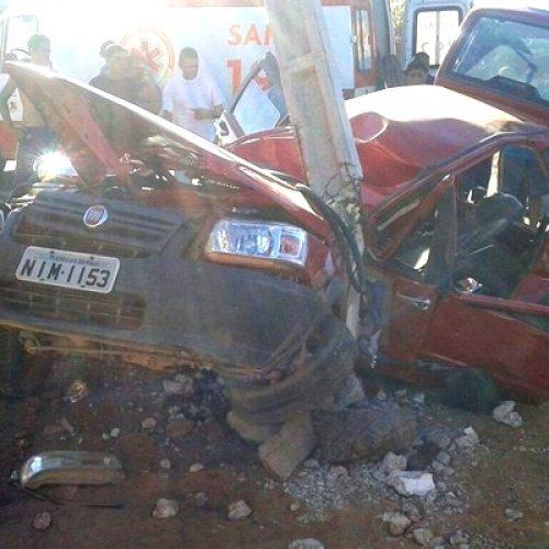 Grave acidente em Sussuapara deixa três feridos e motorista ficou preso nas ferragens