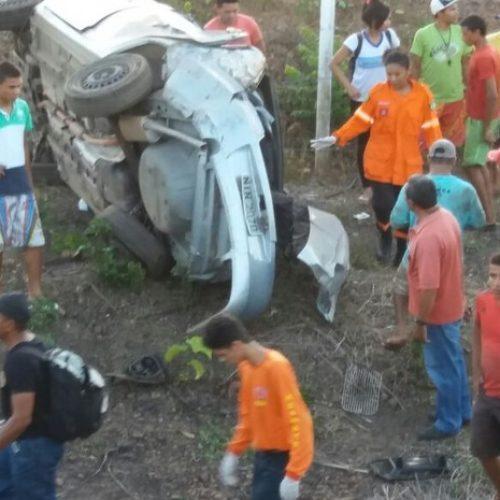 Grave acidente deixa três pessoas da mesma família mortas na PI-113