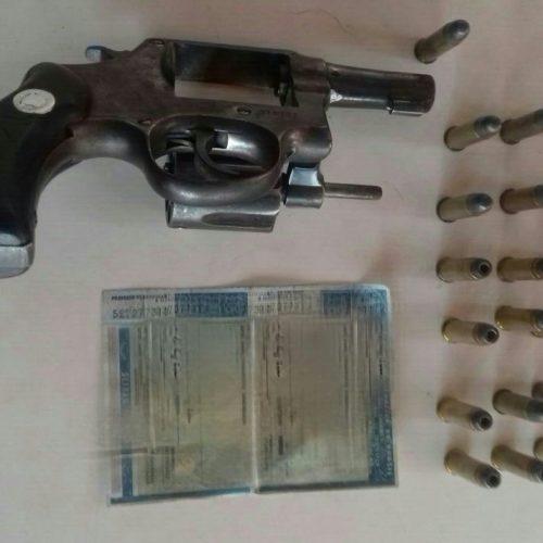 Polícia apreende arma e munições com caminhoneiro em Picos