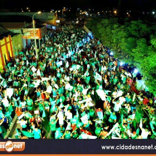 Com participação de multidão,  Zé Melado e Juvanir realizam último comício em Padre Marcos