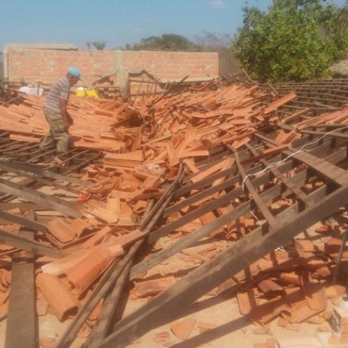 Teto desaba e destrói completamente capela no interior do Piauí
