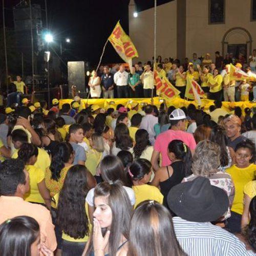 Multidão participa de comício de encerramento de Vianney e Zulene em Caldeirão Grande