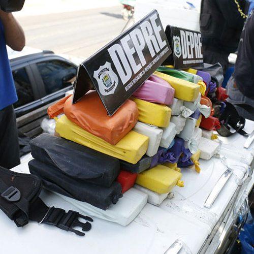 Caminhão de mudança transportava 54 tabletes de drogas