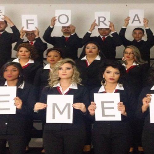 Durante ensaio de formatura, turma de Jornalismo da 'UFPI' faz protesto